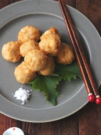 木綿豆腐とレンコンをボールにしてあげた、これまたお酒が進む美味しいレシピ。ねっとりしたお豆腐とシャキシャキのレンコンの歯ごたえも楽しいレシピです。