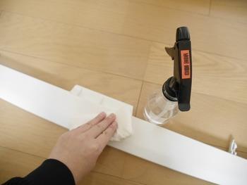 重曹水をスプレーして拭き取るだけで、ほとんどの汚れは落ちます。