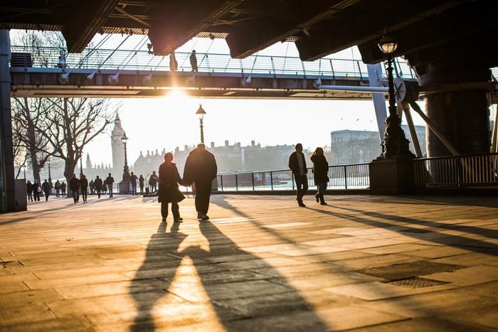 街のスナップ写真でも、積極的に影を写してみましょう!思いがけず、素敵なシーンに出会えるかもしれません*