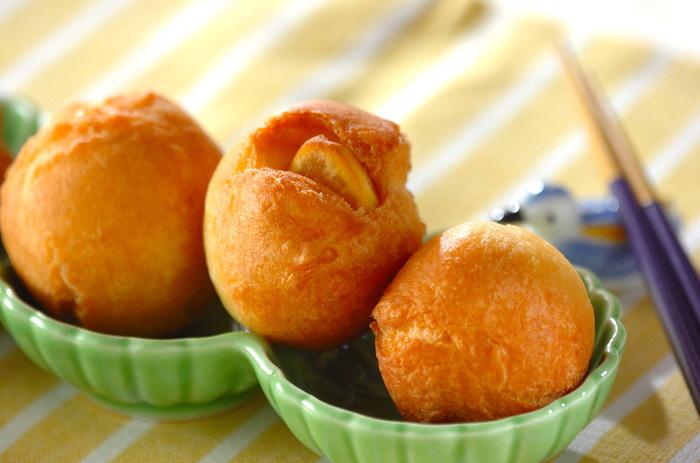 コロコロとした形も可愛い「栗の揚げドーナツ」。とっても簡単なのですぐにでも試してみたくなるレシピです。揚げたてを召し上がれ♪