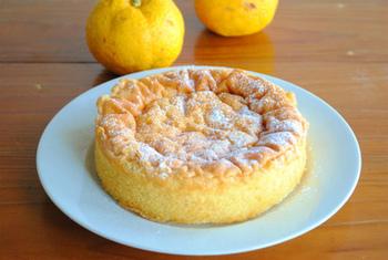 柚子の香りがふわっと広がる「冬のガトーショコラ~柚子風味~」のレシピ。ホワイトチョコを使って作りましょう。寒い季節にぴったりの一品です。