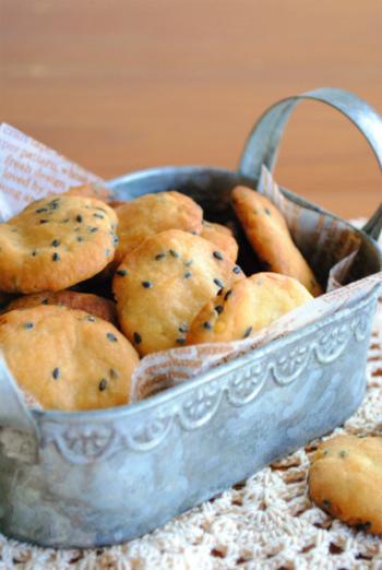 優しい甘さがクセになる「さつまいもクッキー」のレシピ♪たっぷりさつまいもを練りこんだこちらのクッキーは、子どものおやつにもぴったり。型抜きも不要なので簡単です。