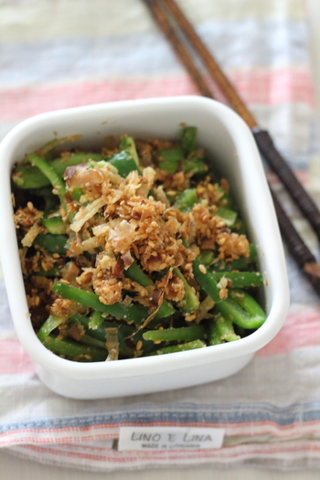 火を使わず、切ったピーマンに調味料を和えるだけ。温かいご飯が進む一品ですが、常備菜にもおすすめ。 ピーマンの緑が鮮やかなので、お弁当の色添えに活躍しそうです。