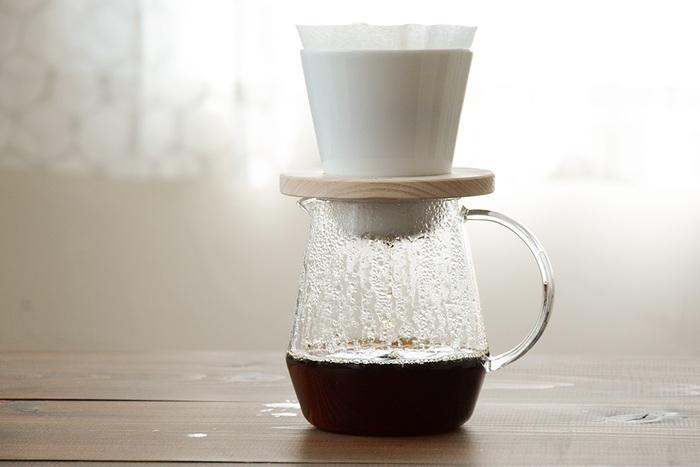 かつて喫茶店を営んでいた中林孝之(なかばやしたかゆき)さんが、理想の味が淹れられるようにと開発したのがこのドーナツドリッパー。「しっかり濃いのに、スッキリとした飲み心地のコーヒー」を自宅で味わえます。市販のペーパーフィルターが使える、気軽さもうれしい♪