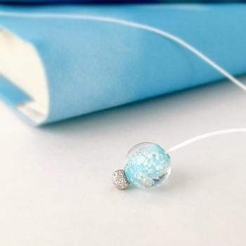 付属のブックマークには、青空をイメージした水色の小さなビーズがあしらわれていて、細かなところまでこだわりが。