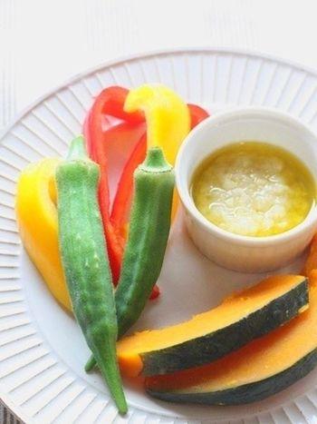 塩麹で作るバーニャカウダは、野菜不足が気になる方におすすめ。新鮮な生野菜やスチーム料理の美味しさをグレードアップしてくれます。 ワインのお供にしても良さそう。