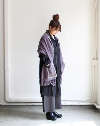羽織ったときにちょうどいい位置にポケットがある可愛いいデザイン。ちょっとしたお散歩のアウター代わりにもいいですね。