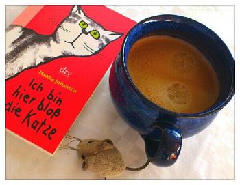 ここで紹介しきれなかった、オススメ猫絵本はまだまだたくさんあります。 本好きを和ます「図書館猫オリバー」や、ドキドキしながら応援したくなる「ちいさなねこ」、イラストの色合いにもワクワクする「ねこのセーター」、画面の隅々まで猫だらけの「100まんびきのねこ」、などなど数え上げたらきりがありません。でも、どの絵本もねこのやさしさ、無邪気さ、奇想天外な冒険心など、のびのびとした活躍ぶりに和やかな気持ちになれるものばかり。ぜひあなたも、お気に入りのねこの絵本を見つけてみてくださいね♪