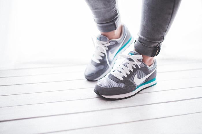 ウォーキングは体に良いと言われていますが、歩けば歩くほど良いというものではありません。歩き過ぎによる疲れによって免疫力が低下し、反対に健康を害することもあり得ます。