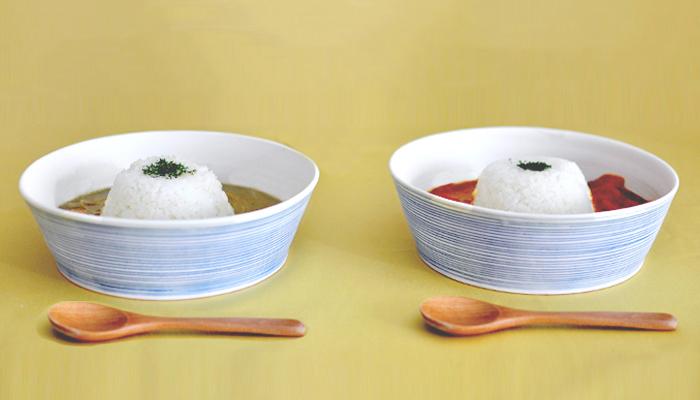 柄物のお皿はハードルが高いなぁと感じる方には、中は無地で器の外側に模様があるタイプがおすすめ。テーブルの上がそれだけで華やかな印象に変わります。