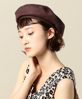 ふんわりパーマのショートボブとベレー帽は女の子らしいですね。 前髪がある場合は、均一にワンカールをつけてベレー帽子から出すとレトロな雰囲気が出ます◎