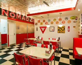 ザ・アメリカンな店内。ポップな明るさはいかにもハンバーガーショップですよね。お店にいるだけで楽しくなるような雰囲気です。
