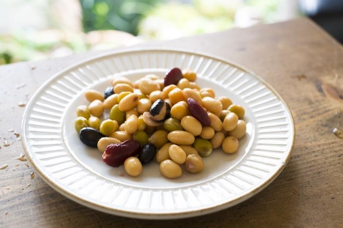 大豆、黒豆、あずき、えんどう豆、白いんげん、金時豆、うずら豆、とら豆など、定番の煮豆からちょっと変わったアレンジまで。実はお豆の種類やレシピって意外と多くあるんです。