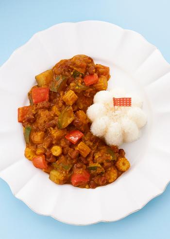 あずきレシピと言うとつい甘めのスイーツ系が多くなってしまいますが、辛いカレーとの相性も◎。野菜と一緒に作るヘルシーで美味しいあずきカレーは、野菜はアレンジ可能なので家族の好みや季節ごとに色々試してみるのも良さそう。