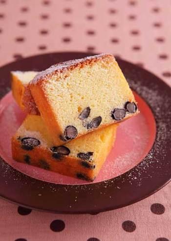 甘く美味しい黒豆で作るパウンドケーキ。たっぷり入った黒豆がいつものパウンドケーキをさらに美味しくしてくれます。コーヒーでも日本茶でも合いそうな、和洋どちらのおもてなしにも使えるスイーツです。