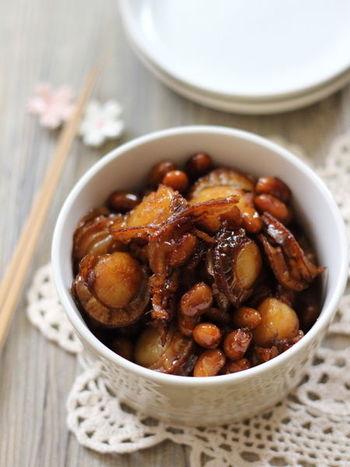 ご飯がすすみそうなベビーホタテと大豆の佃煮は、一味唐辛子を加えると大人の味になり、おつまみとして活躍してくれます。