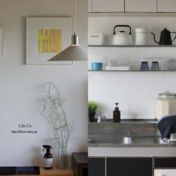 見せる収納ではキッチンツールはキッチンツール、食器は食器とカテゴリー分けに置くのがポイントです。食器のなかでは洋食器と和食器に分け、さらにガラス、陶器、木の器と細かく仕分けて置くようにするとまとまり感が出ますよ。