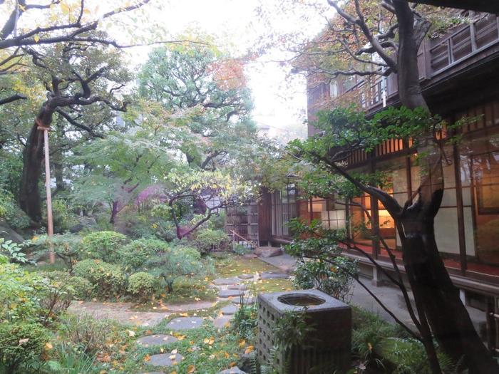 住んでいた家がそのまま記念館になっていて、当時の暮らしぶりが偲ばれます。建物の中は撮影禁止ですが、お庭だけでも風情が伝わりますね。