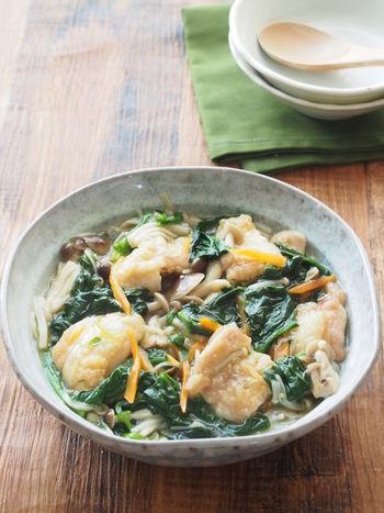鶏肉と野菜たっぷりの煮込みは、そのまま食べてもごはんにかけて丼ぶりにしても美味しそう♪生姜の効いたあんに身体もほっこり温まりますよ。