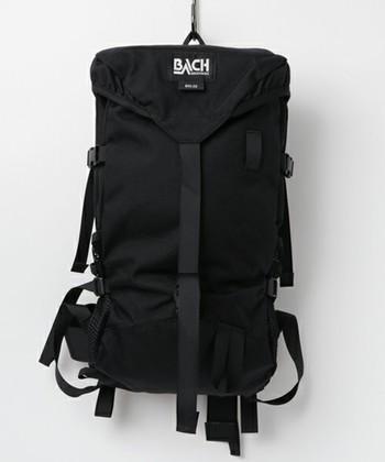 型崩れしにくいしっかりとした生地感と、たくさん入る高い収納力のデイバッグは、普段使いにはもちろん、旅行などにも便利。