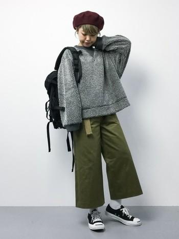 どんなファッションにも合わせやすいブラックのデイバッグはコーデを引き締めるのにも一役買ってくれます。