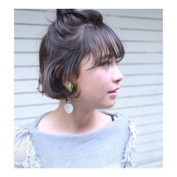 短い髪から長い髪まで、幅広く楽しめるハーフスタイル。トップのボリュームをつくりつつ、残りの髪をふわりとさせてかわいらしいスタイルを楽しんでくださいね。