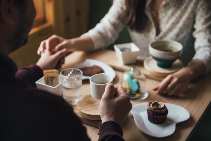 近くのカフェや公園…。通いなれた場所でも、夫婦二人だけでゆっくり過ごす時間は新鮮。お家ではなかなかゆっくり話す時間はないけれど、お出かけしてゆっくり話す時間を持てたら、いろいろなことが話せそう。