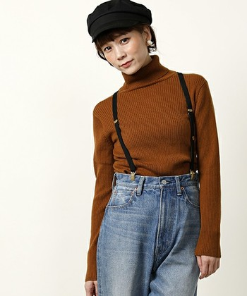 キャスケットなど帽子にロングヘアをコンパクトにまとめるのもOK◎ スッキリするだけでなく、ちょっとしたイメチェン効果も期待できます♪