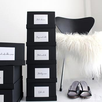 収納に使うボックス(靴箱)はすべてお揃いにしましょう。数が多いほどまとまり感が出て格好良い収納に。