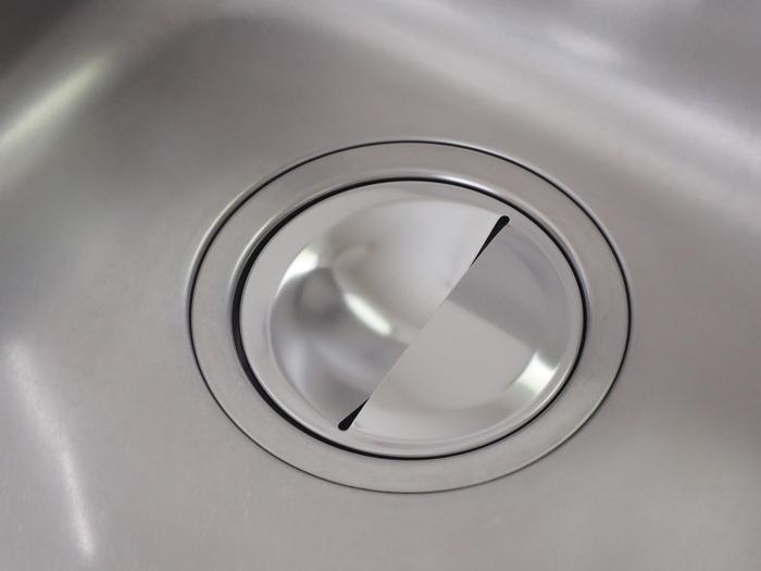 排水口のバスケットはこまめに掃除しても、ぬめりが出やすい場所です。