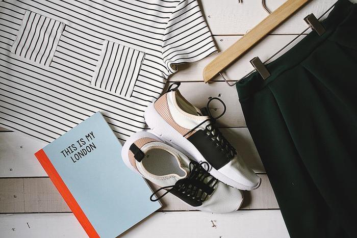 靴にはそれぞれ役割があります。ウォーキングシューズは、歩く上で体の負荷が少なく疲れにくいように設計されているのです。心地よく続けるためにも、足に合ったウォーキングシューズを履くことがおすすめです。