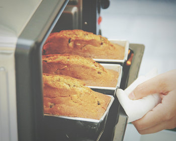 オーブンやトースターにも特性があります。例えば、配置する場所によってお菓子の焼け方が違ったり。  お家にある調理器具の個性を知ることも大切です。工夫した配置をしたり、早く焼けるところを先に取り出すことで失敗を未然に防ぐことができますよ。
