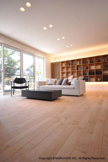 収納などは、壁全面を収納スペースにすることによって、床に家具を置く量を少なくさせることができます。見た目にもスッキリですよね!