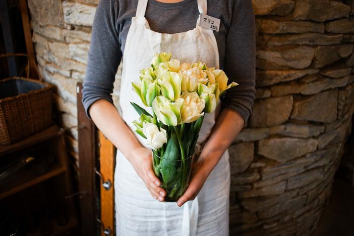 大きなサイズは花瓶にも。ざっくりとラフにお花を挿してナチュラルな雰囲気に。