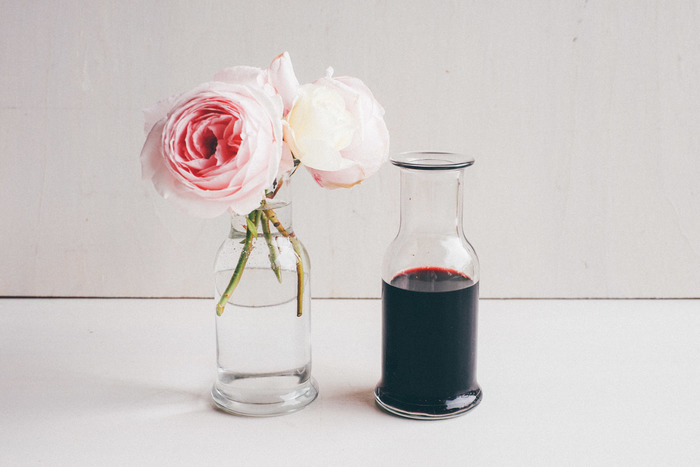 こちらも安定感があって、お花を挿すのにぴったりですね。テーブルの上を華やかにしてくれます。