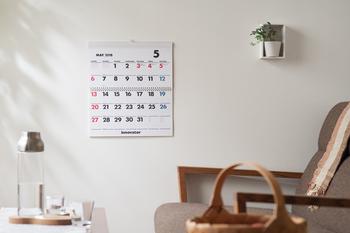 季節が移ろいで肌寒くなってくると、カレンダーが文房具屋さんや本屋さんに登場し始めます。今年もあと数か月、カレンダーも残りわずかですね。一年間のお部屋を彩ってくれるカレンダーを選び始める季節です。目的別に様々なカレンダーをご消化するので、お気に入りの一枚を見つけてください。