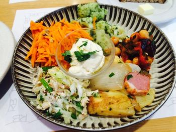 ローズベーカリーでは、品質が良い野菜をたっぷり使った料理を提供することにこだわっています。味付けもシンプルで、食材本来の旨みを感じてもらうようにしているそう。