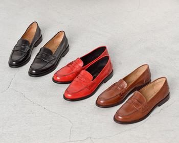 """DIEGO BELLINI(ディエゴベリーニ)のフラットレザーローファー""""BUFALO""""。天然皮革ならではの風合いや、履きやすさが評判の一足です。"""
