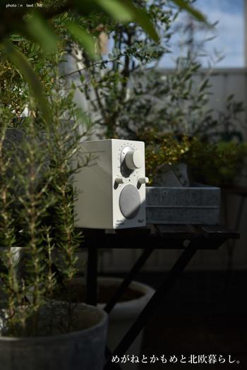 お庭やベランダで、洗濯物を干しながら音楽を聴きたいときにもBluetoothスピーカーが大活躍!青空の下で聞く音楽はまた格別です。