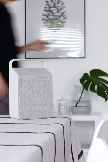 Bluetoothスピーカーは無線だから、食卓やテーブルの上だって、どこにでも気軽に置けます。日々のお食事タイムをより上質にしてくれそうですね。