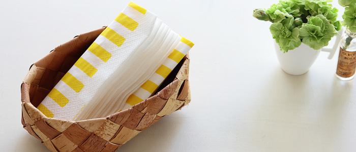 ペーパーナプキンはお皿に引いたり、カトラリーを包むのにとっても便利なアイテム。最近は、かわいい柄のものがたくさんあるので、お気に入りを探してみて。