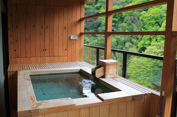 箱根の自然を満喫できる露天風呂は格別!展望露天風呂「大空」で悠久の自然と満天の星空を楽しむもよし、客室露天風呂であなただけの極上パノラマを独り占めするのもよし、贅沢な休日を過ごして。