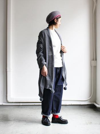 シンプルなファッションにも、楽しげな表情をプラスしてくれます。身体をすっぽりくるんでくれる、冬に心強いあったかアイテムです。