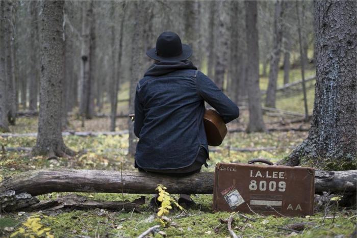 定番〜隠れ名曲集めました。冬に聴きたいアコースティックな洋楽まとめ