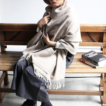 """寒い季節のファッションのポイントになる""""あったか小物""""を上手に取り入れて、秋冬のおしゃれをぬくぬく楽しんでみてくださいね。"""