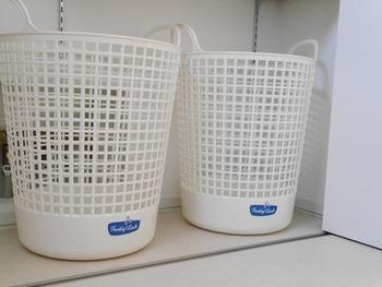 脱いだ衣類もそのまま洗濯機に入れてしまうと、いざ洗うときに一旦洗濯物を洗濯機から取り出して、また仕分けて…と、少々手間がかってしまいがち。カゴを2つ用意してあらかじめ仕分けておくことで家事の時短にも繋がります。