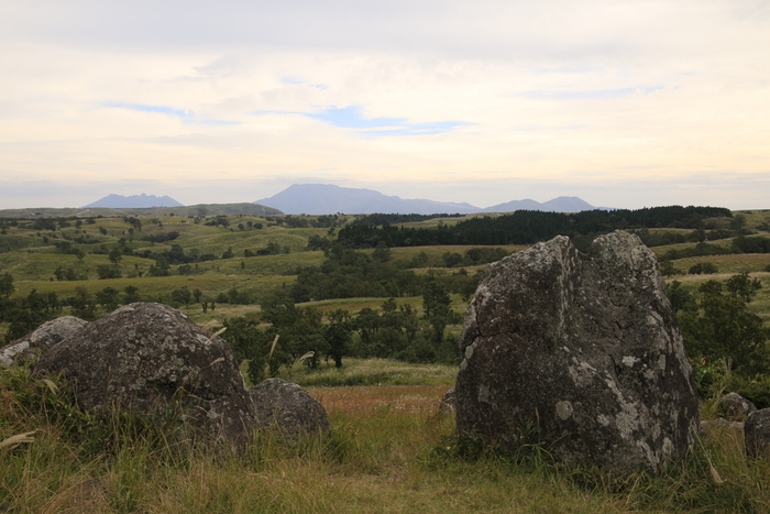 押戸石の丘の頂点からの眺めは絶景そのものです。遮るものが無い、広大な丘の上からは、阿蘇五山、九重連山を360度の大パノラマで見渡すことができます。