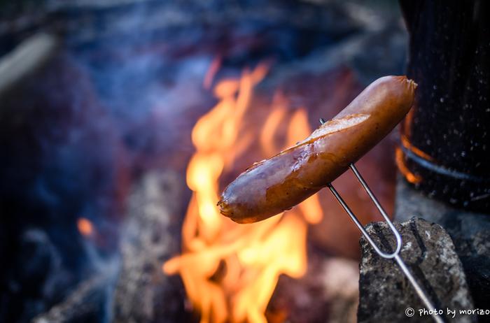 ソーセージにベーコン、チーズやパンなどは、サッとあぶるだけでも香ばしく、格別な美味しさを楽しめます。お酒との相性もGOOD!