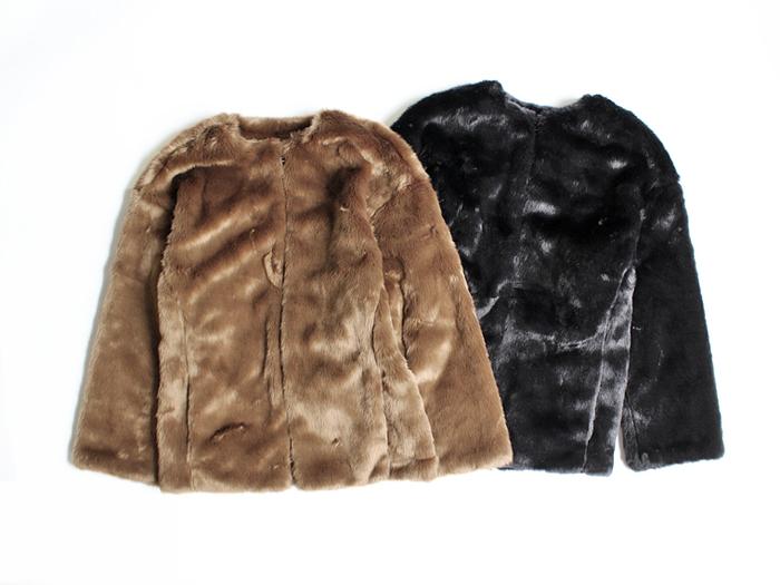 丈感がちょうどいいファーのジャケット。ボリュームはありますが、ノーカラーなのですっきりと着られます。カジュアルコーデにも取り入れやすいデザインです。