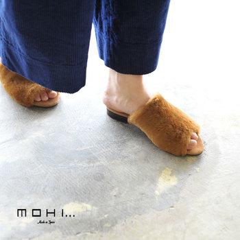 リアルムートンを使ったファーサンダル。靴下と合わせても可愛いですよ。